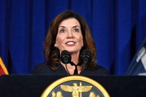 Kathy Hochul succède à Andrew Cuomo et devient la première femme à gouverner New York