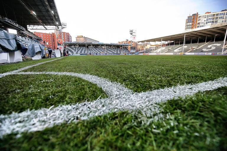 Quatre clubs de foot belges prévoient des tribunes à part pour les supporters non vaccinés