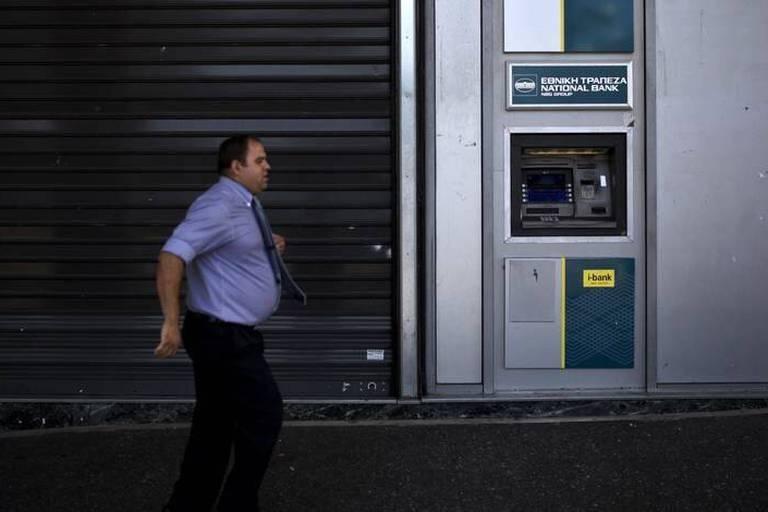 Grèce : le gouvernement adoucit un peu le contrôle des capitaux