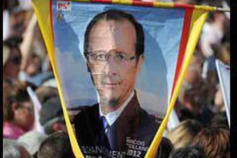 Hollande toujours vainqueur, mais en baisse