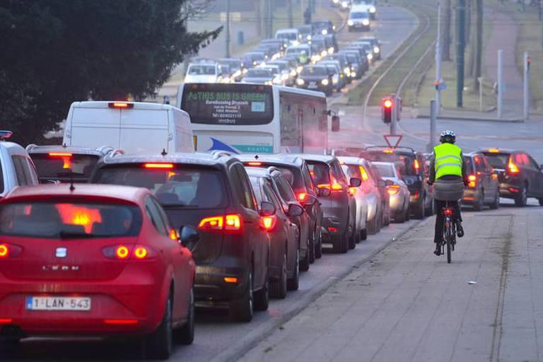Ni un péage ni le RER ne désengorgeront Bruxelles, révèle des tests