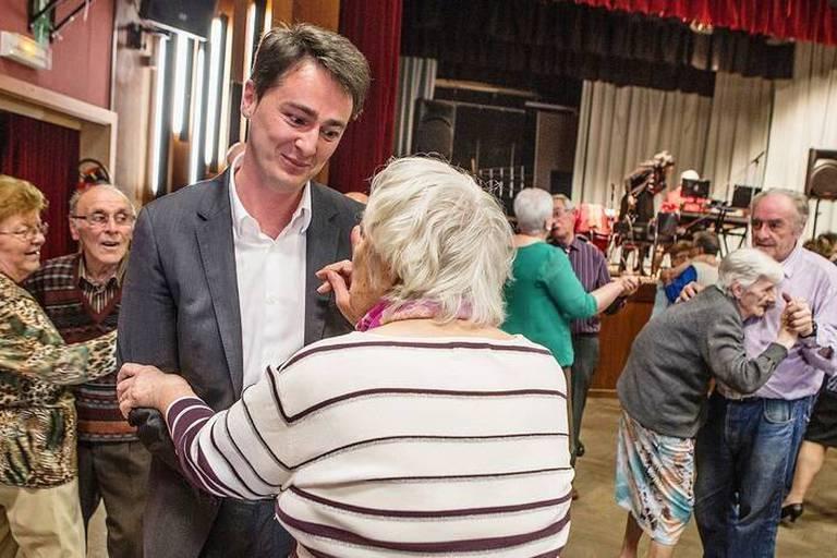 Hugues Bayet, né le 12 avril 1975 à Dinant, est un homme politique belge, membre du Parti socialiste. Il est bourgmestre de Farciennes depuis le 4 décembre 2006 et député à la Région wallonne et à la Communauté française depuis le 7 juin 2009.