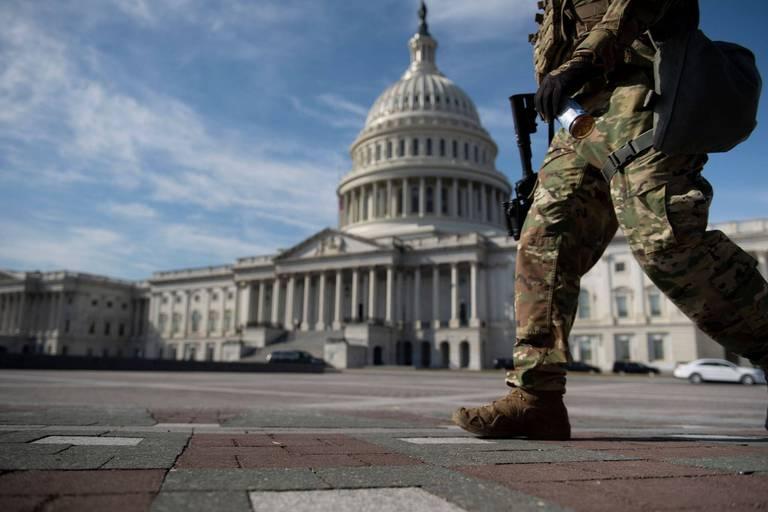 """L'attaque du Capitole était du """"terrorisme intérieur"""", selon le chef du FBI"""