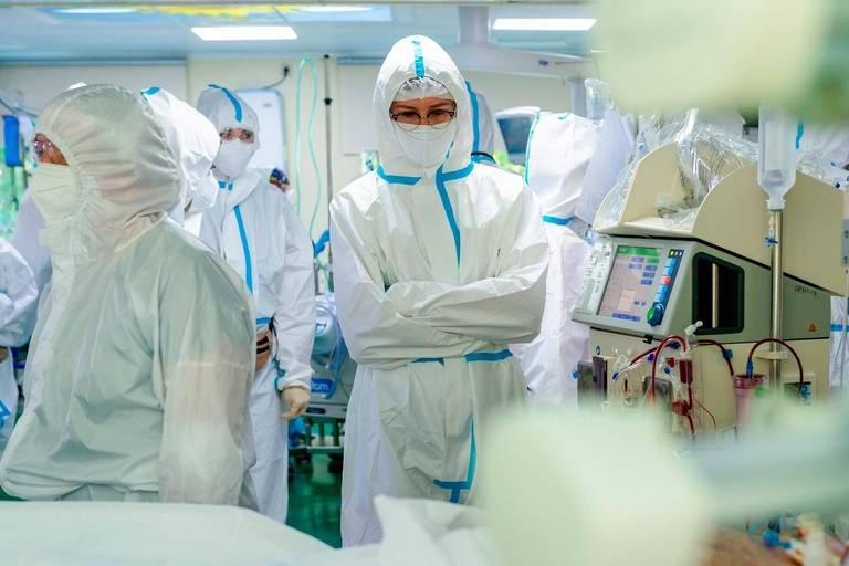 Coronavirus dans le monde: record quotidien de morts en Russie, toujours plus de patients hospitalisés en France
