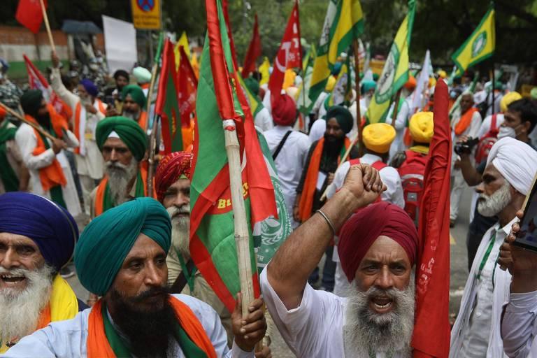 Des dizaines de milliers d'agriculteurs indiens manifestent près de New Delhi