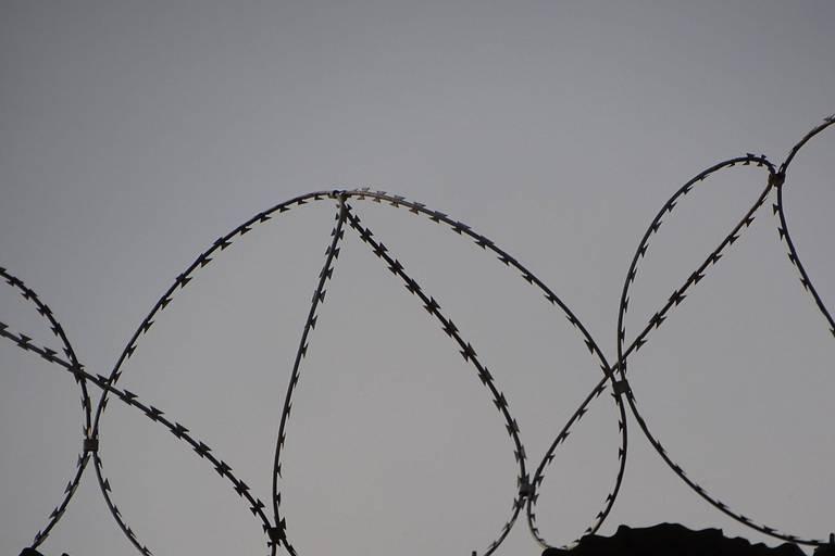 Une ado se suicide à Gand après avoir été violée : les deux suspects majeurs restent en détention