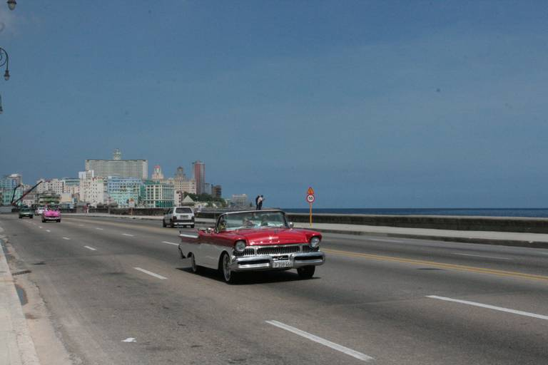 """Dans """"Retour à Ithaque"""", Leonardo Padura confronte la beauté et la décrépitude de la capitale cubaine"""