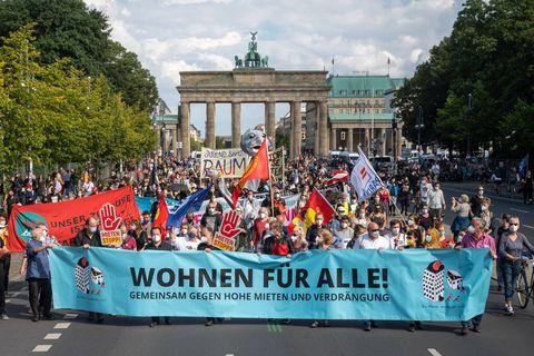 Plusieurs milliers de personnes défilent à Berlin contre la hausse des loyers
