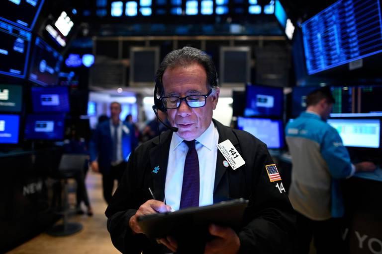 A Wall Street, le Dow Jones chute de 2% en pleine frénésie spéculative