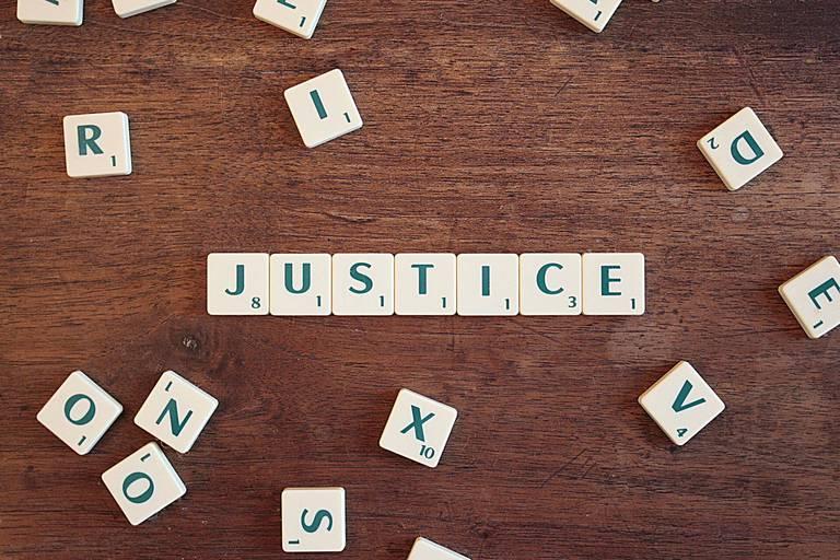 Face à la barbarie le droit est bien fragile: mais nous devons nous y tenir