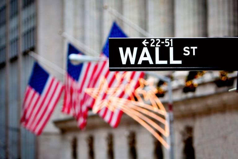 La Bourse de New York ouvre dans le rouge après les ventes au détail
