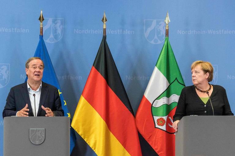 Allemagne: Merkel défend Laschet, en difficulté dans les sondages