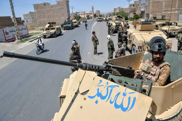 Afghanistan: les talibans poursuivent leur offensive et contrôlent à présent cinq capitales régionales