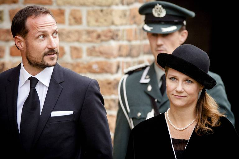 La princesse Märtha Louise imite Meghan et Harry et quitte la Norvège pour son chaman américain