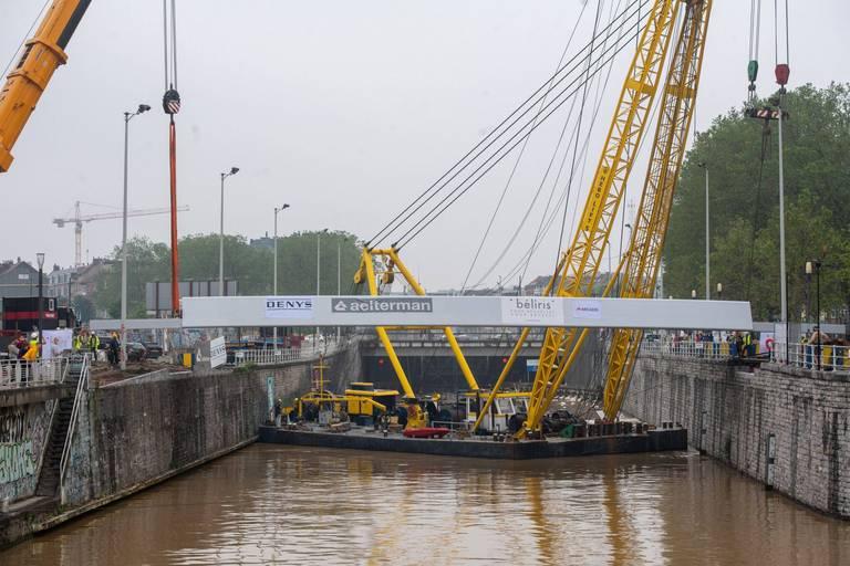 A Bruxelles, Beliris jette deux nouveaux ponts entre les rives du canal