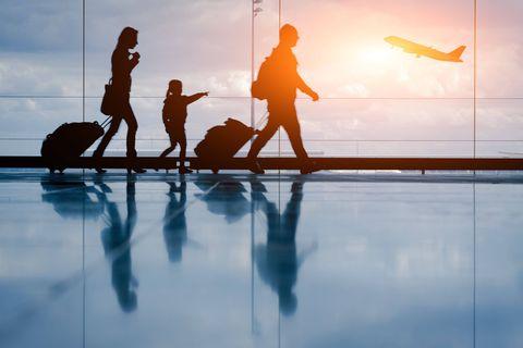 Coronavirus: l'UE va à nouveau interdire l'accès au sol européen aux voyageurs de six pays