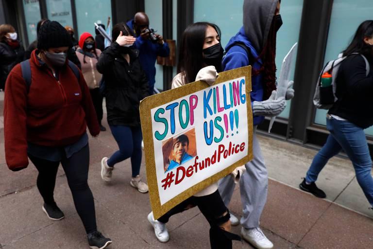 Les armes à feu forment un trait d'union entre bavures policières et fusillades