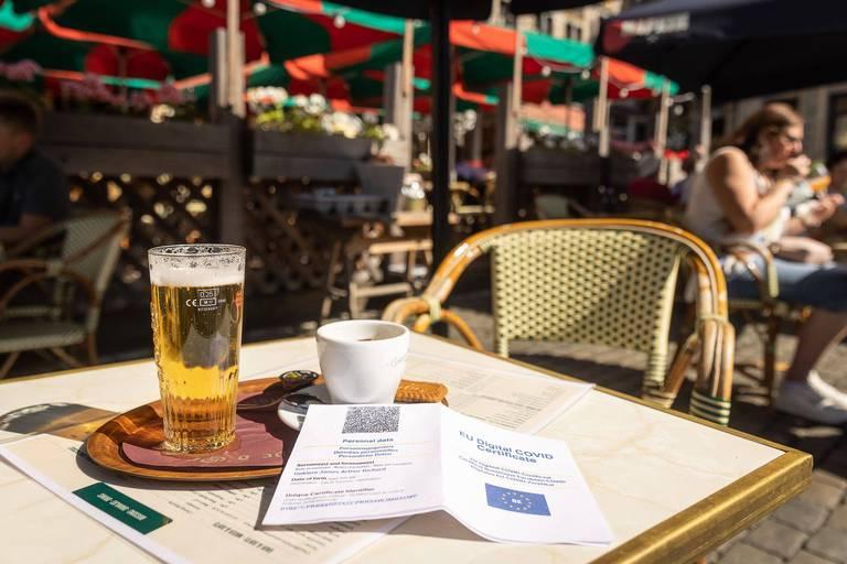 Le gouvernement bruxellois approuve définitivement l'extension du Covid Safe Ticket