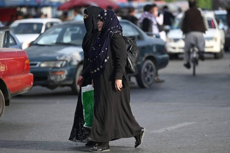 Retour au travail sans trop grands changements pour des Afghanes sous le joug taliban