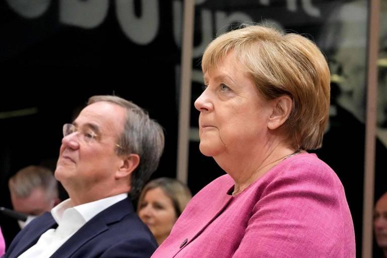 """En Allemagne, Angela Merkel se met en mode """"campagne"""" pour tenter de sauver les siens de la débâcle"""