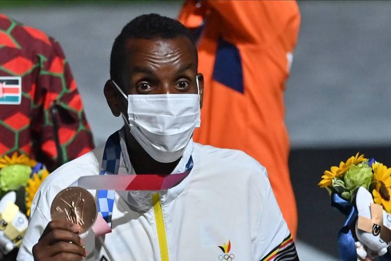 """""""Avant, je détestais courir"""": qui est Bashir Abdi, le médaillé de bronze du marathon de Tokyo?"""