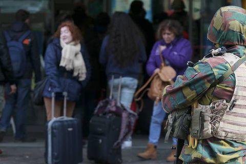 Les Bruxellois souhaitent que la présence des militaires dans les rues se prolonge (Baromètre)