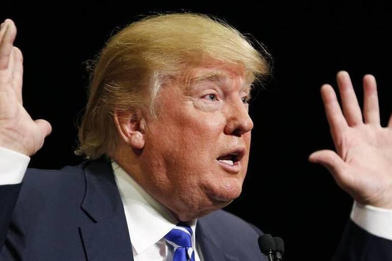 """Trump: """"Je porte parfois une arme et les Américains devraient faire pareil"""""""
