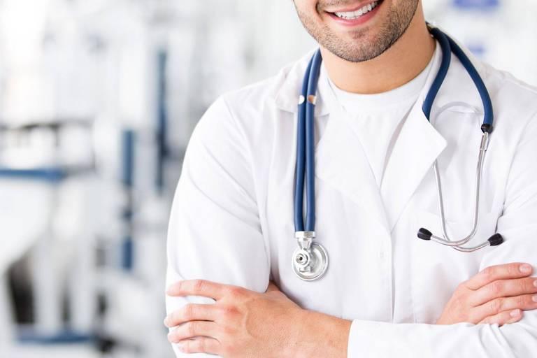 Un médecin refuse de soigner une patiente parce qu'elle n'est pas vaccinée