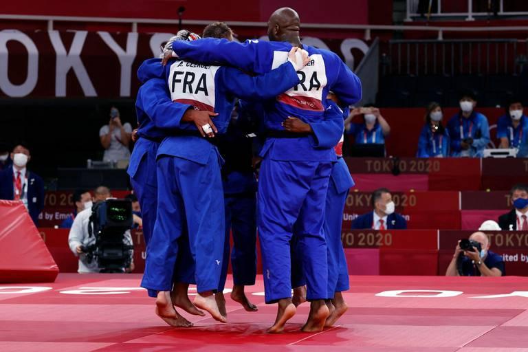 Judo: la France médaillée d'or dans l'épreuve par équipe mixte en battant le Japon