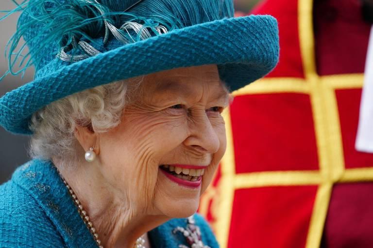"""Elizabeth II sur le tournage de """"Coronation street"""""""