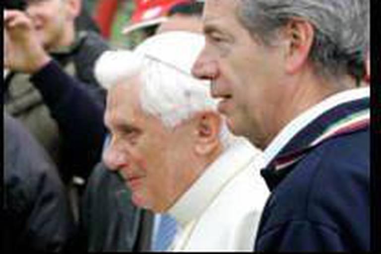 Le Sénat enterre la résolution contre le Pape