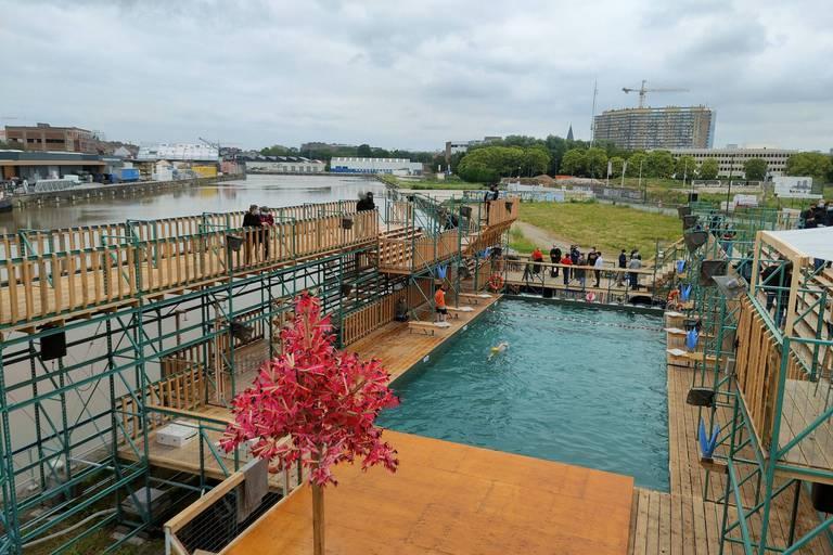 """La nouvelle piscine à Anderlecht propose une heure de baignade réservée aux femmes et admet le burkini: """"La folie communautaire continue"""""""