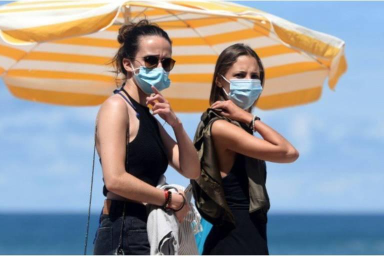 Les règles sanitaires changent en France: le masque rendu obligatoire dans de nombreux endroits