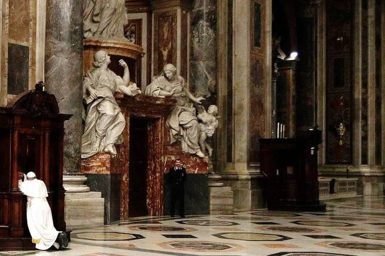 Pope Francis kneels before a priest to confess, during a penitential liturgy in St. Peter's Basilica at the Vatican, Friday, March 17, 2017. (AP Photo/Andrew Medichini, Pool)