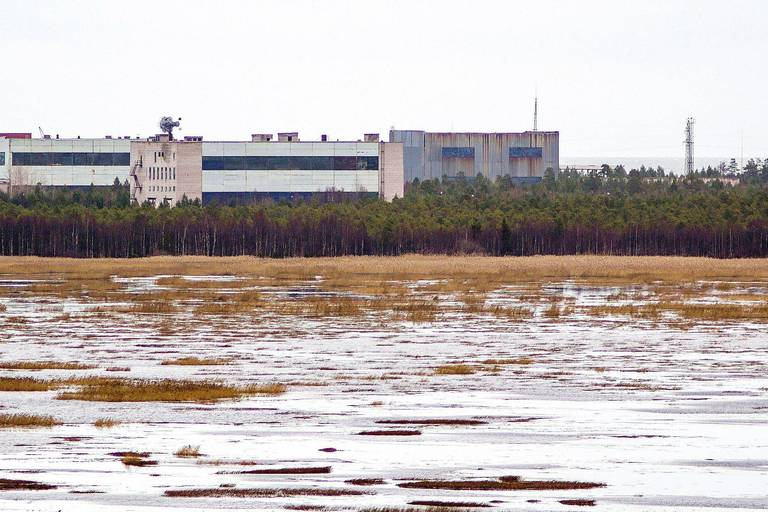 """A picture taken on November 9, 2011 shows buildings at a military base in the small town of Nyonoska in Arkhangelsk region. - Russia's nuclear agency chief on August 12 confirmed that five scientists killed last week were developing """"new weapons"""" and vowed to continue testing despite the explosion. (Photo by - / AFP)"""