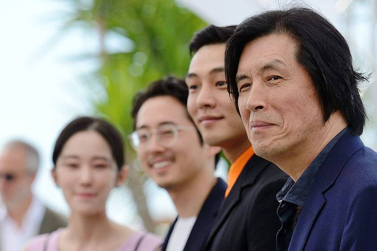 Actors Jong-seo Jeon, Steven Yeun, Ah-in Yoo and director Lee Chang-dong attending the Burning Photocall held at the Palais des Festivals as part of the 71st annual Cannes Film Festival on May 16, 2018 in Cannes, France. Photo by Aurore Marechal/ABACAPRESS.COM