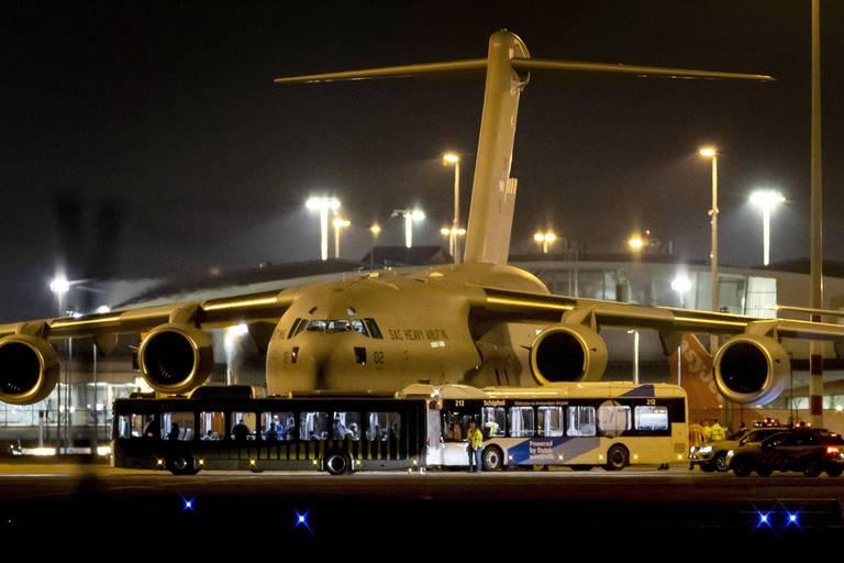 L'avion néerlandais, avec probablement 16 Belges à son bord, a atterri à Schiphol